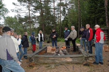 En annorlunda mötesplast bjöd Bollebygds kommun på ikväll. Kring den öppna elden diskuterades Knalleledens framtid med representanter från åtta föreningar.
