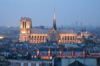 Kvällsutsikt mot Notre Dame från Duruflés takterass