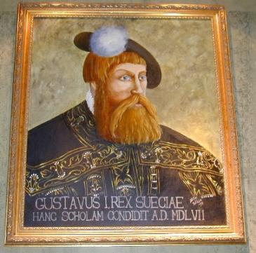 I Vasaskolan hänger denna tavla med inskriften: GUSTAVUS I, REX SUECIAE, HANC SCHOLAM CONDIDIT A.D. MDLVII. Gustav I, Sveriges konung, grundade denna skola i Herrens år 1557.