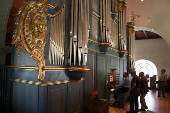 Den magnifika 30-stämmiga Grönlund-orgeln i Järvsö fick bättre plats på läktaren i största landsortskyrkan än i kameran.