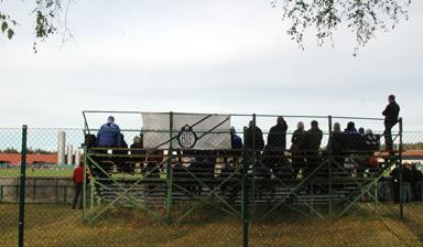 Trots en egen läktare med Bollebygdspublik lyckades inte Bollebygds IF vinna matchen i Fristad.