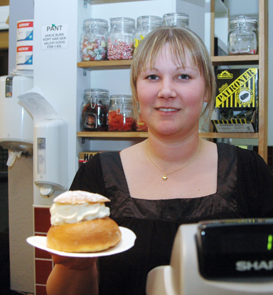Viktoria Gustavsson serverade jubileumssemlor