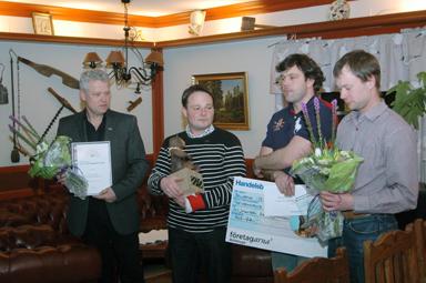 De glada ägarna Sven-Ove Johansson och Ove Johansson tillsammans med två av de anställda, Peder Almroth och Jan Benjaminsson.