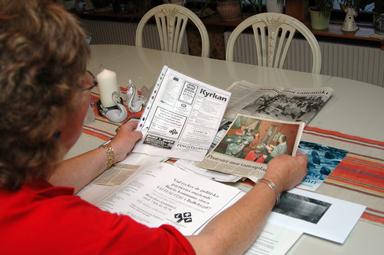 Anita Andersson har gått igenom gamla tidningsklipp som skildrar vattenstriden mellan Borås- och Bollebygds kommuner under 1990-talet. Nu hamnar klippen i kommunens arkiv.