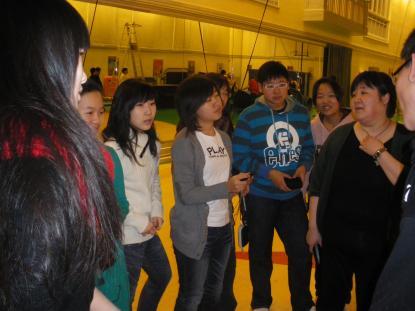Vasaskolans kinesiska gäster besöker cirkusutbildningen