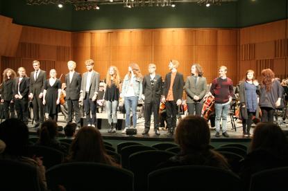 Kompositörerna tar emot publikens uppskattning och jubel
