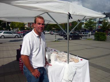 -Jag säljer och min sambo bakar, berättade Peter Fast från Vedungsbageriet Brobacken. Även Peter var nöjd med dagens handel på torget i Bollebygd.