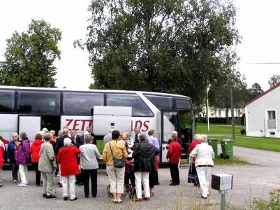 Första programpunkten var kaffe vid bussen vid framkomsten till...