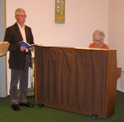 Gunnar och Eva Hedlund sjöng flera sånger.