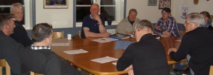 Årsmötet diskuterade vägunderhåll, skolbussar och annan trafik samt möjligheten att ha mer permanent beläggning på vägen.
