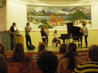 Eleverna från Imberhorne höll konsert i aulan
