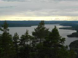 Bilden är från vår förra vandring till Valkallen. Utsikt mot Höga kusten bron.