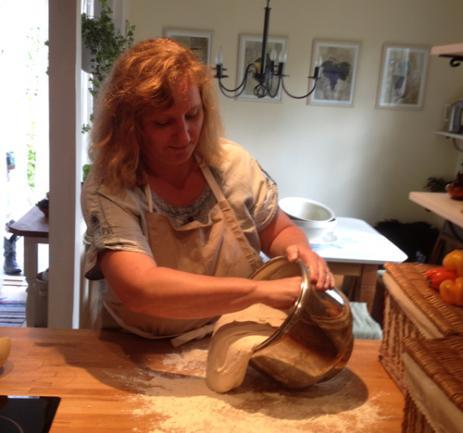 Heike älskar att laga mat och bakar själv allt familjens bröd, men tar också upp beställningar på bröd om det så önskas.