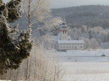 Ullångers kyrka fotad från Salum.