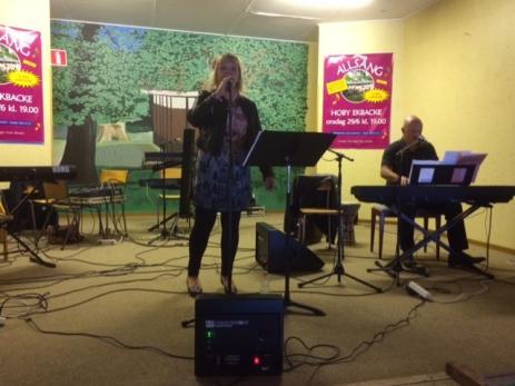 Marie och David Sonesson sjöng välkända religösa sånger.