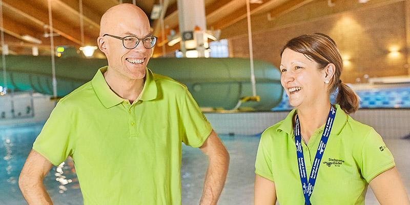 Ett lyft. Enhetschef Mattias Karlsson och hans kollega Johanna Skansare är nöjda med renoveringen av Stadsparksbadet.