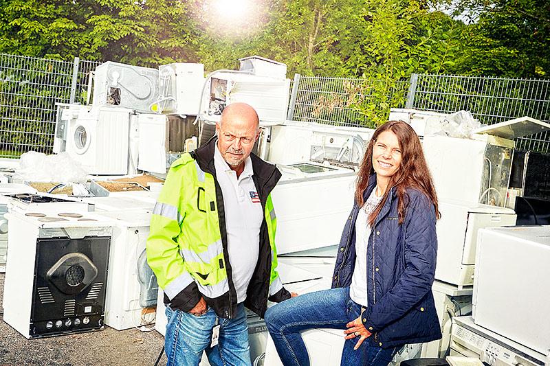 Återvinn mera. Thomas Lindberg, arbetsledare för Borås återvinningscentraler pratar återvinning med Linda Svedensten, miljökommunikatör på Borås Energi & Miljö.