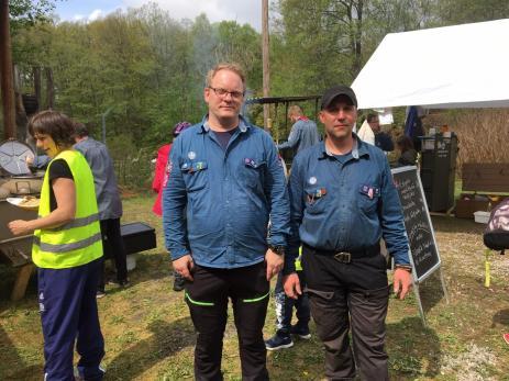 I det vackra Ekfors tog Ulf Håkansson och Stefan Rheberg från Scouterna emot. Här hade scouterna ett stort scoutläger där besökarna både kunde äta, paddla kanot och vandra längs den nya vandringsleden.
