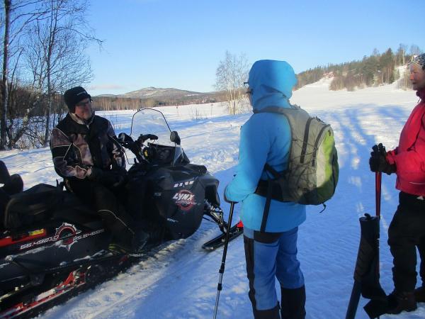 Lasse Fahlén, Karin och Anki på spåret