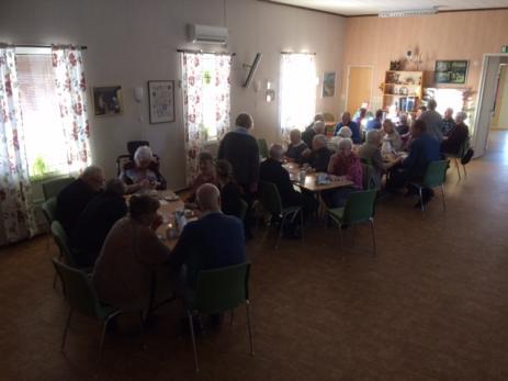 Varje gång har man nya teman under Caféeftermiddagarna, något som uppskattas av besökarna.