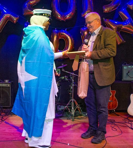 Nasteho Muktar Aden fick stipendium av Anders från Sweco för bästa gymnasiearbete. Hennes ämne var \