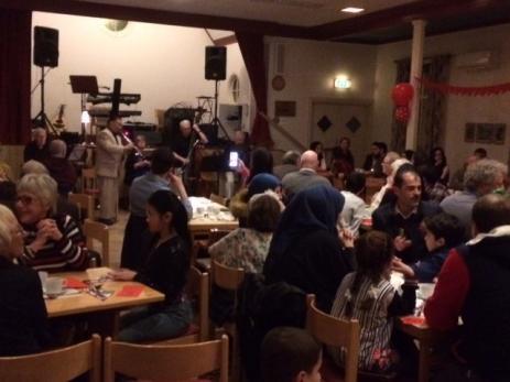 Intergrationsfesten blev mycket välbesökt och bjöd på både god mat och fin underhållning.