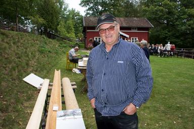 Stig Olsson från Morjhult visade prov på de hängrännor han tillverkat i trä.