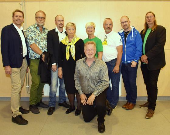 Peter Rosholm (S), Michael Plogel (FR), Daniel Persson (SD), Ingridh Anderén (M), Yvonne Andrén (C), Hannu Sutinen (L), Patrik Karlsson (KD) och Sassi Wemmer (MP). Debatten leddes av Gunnar Fägersten Novik, längst fram.
