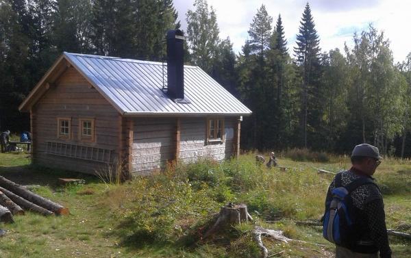 Övernattningsstugan som byggdes upp igen efter en brand