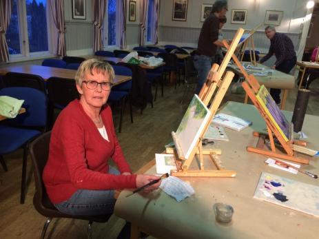 Margaretha Karlsson som har en son som är konstnär i Stockholm, började måla för att se om även hon hade talang.