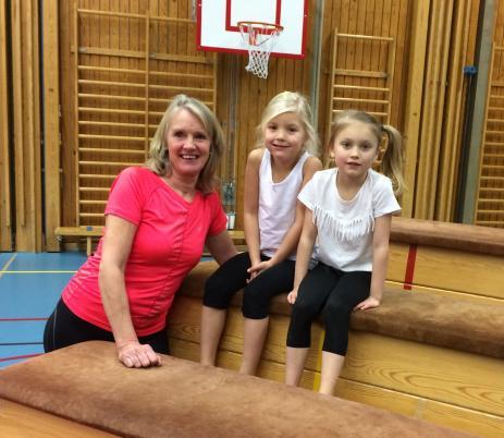 My Jeppsson är mån om att gymnastiken hos henne ska bli en fin och trevlig stund för barnen. Och några som trivs hos My är bland annat Meja Larsson och Ruth Gruner.