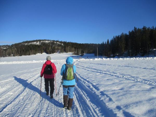 Anki och Karin går från Ullånger mot Invik
