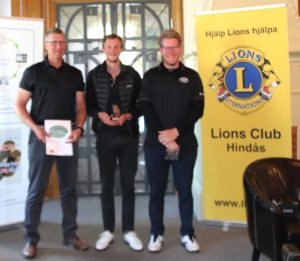 A klassens pristagare från vänster Sören Larsson 2:a pris, Michael Dawson 1:a pris och vinnare av vandringspriset (Bästa bruttoscore), Harald Eliassson 3:e pris.