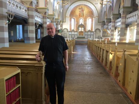 Gunnar Åkesson trivs mycket bra med sitt arbete som präst här i Bräkne-Hoby församling. - Vi är ett bra lag som arbetar här och som har mycket trevligt tillsammans.