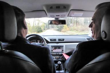 Landsbygdsminister Sven-Erik Bucht på väg mot Herrljunga via Bollebygd och Töllsjö.Peter Rosholm kör.