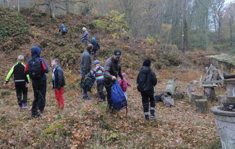 Scouter från Bräkne-Hoby scoutkår vidgrillplatsen iEkfors.