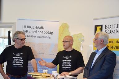 Roger Wilhelmsson (M), Mattias Josefsson (S) vice respektive ordförande i Ulricehamns kommunstyrelse och Christer Johansson (M), viceordförande i kommunstyrelsen i Bollebygd vid dagens pressträff i Ulricehamn.